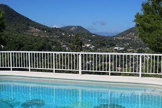 Quiet holiday villa with private pool, within...
