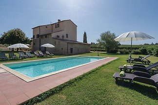 Vintage Holiday Home in Montecchio with Priva...