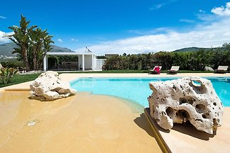 Luxurious villa with private pool near the ar...