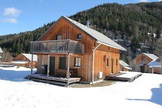 Holzchalet am See in der Steiermark