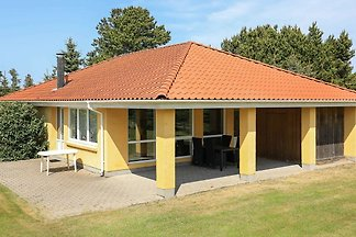 Geräumiges Ferienhaus in Hals mit Terrasse