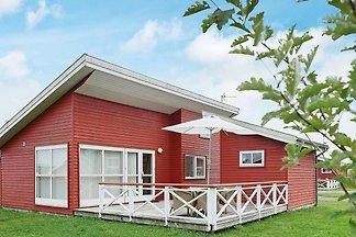 Modernes Ferienhaus in Gudhjem mit Terrasse