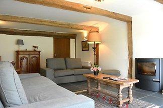 Idyllisches Ferienhaus in Sainte-Ode mit Blic...