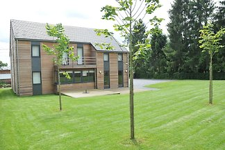 Modernes Ferienhaus mit ruhigem Garten in...