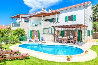 Wunderschöne Villa mit privatem Schwimmbad in...