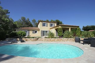 Luxuriöse Villa in Bagnols-en-Forêt am...