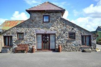Cozy Holiday Home in Llanfaglan near Sea