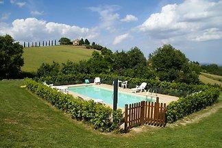 Modernes Ferienhaus in Treia mit Pool