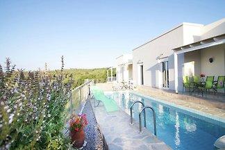Ruhiges Ferienhaus in Agia Triada mit...