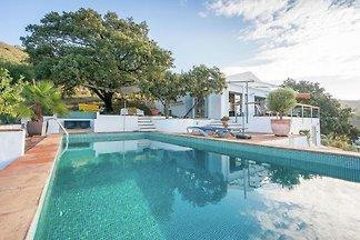 Moderne Villa in Moclinejo mit eigenem Pool