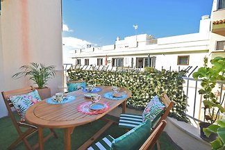 Comfortable apartment just steps from the bea...