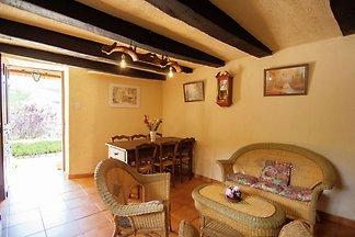 Idyllisches Cottage mit Terrasse in Roziers