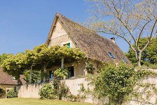 Schönes Ferienhaus in Thenon mit Pool