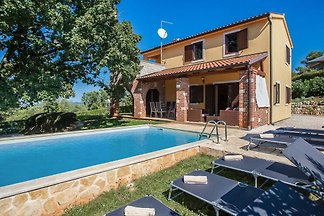 Luxuriöses Ferienhaus mit privatem Pool in Vi...