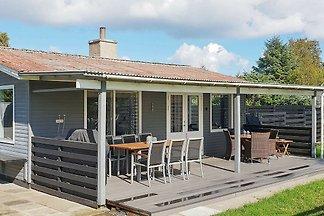 Geräumiges Ferienhaus in Hadsund mit Terrasse