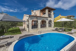 Villa with private pool just 10 minutes drive...