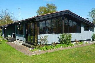 Elegantes Ferienhaus in Seeland mit Terrasse
