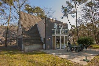 Neu gestyltes Ferienhaus mit 5 Bädern nahe de...