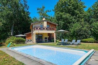 Sehr luxuriöse Villa mit privatem Pool und üb...