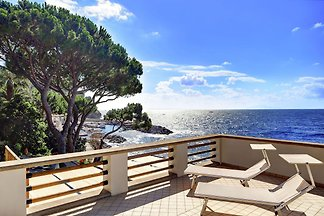 Apartment with terrace, overlooking the sea, ...