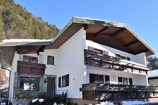 Brillantes Ferienhaus mit Terrasse in...