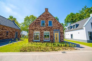 Komfortable Villa mit Holzofen 4 km von Maast...