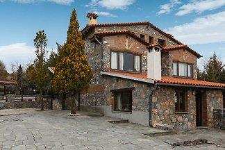 Exotisches Ferienhaus in Pella mit Garten