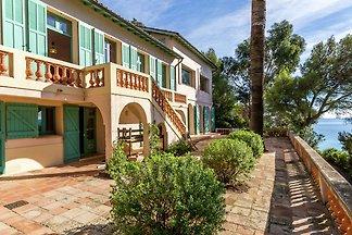 Schöne Villa in Rayol-Canadel-sur-Mer in...
