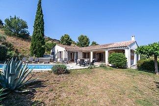 Luxuriöse Villa mit privatem Pool und Whirlpo...