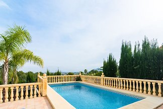 Detached villa with private swimming pool in...