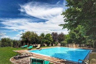 Dom z basenem na wzgórzach Chianti, pięknym...