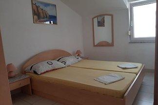 Bequemes Ferienhaus in Okrug Gornji in der Nä...