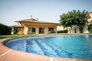 Moderne Villa in Les Corts mit Pool