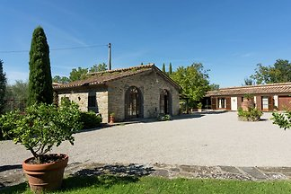 Lavish Holiday Home in Cortona with Terrace