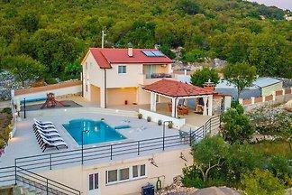 Luxuriöse Villa in Nova Sela mit beheiztem...