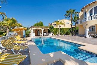 Beautiful Villa in Calpe with Private Swimmin...