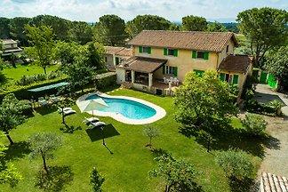 Historische Landvilla mit Swimmingpool in...