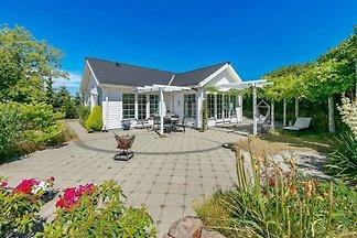 Modernes Ferienhaus in Fünen mit Terrasse