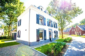 Luxuriöse Villa mit Whirlpool, 4 km von Maast...
