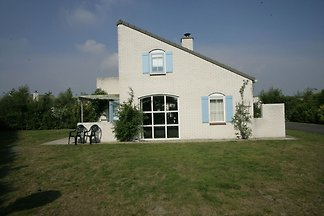 Detached villa with dishwasher and fireplace ...