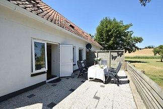 Ruhiges Ferienhaus in Zonnemaire mit Garten