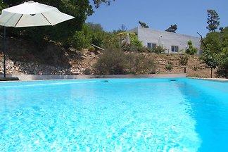 Malerische Villa mit Pool und Garten in Alcob...