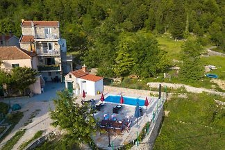 Gorgeous Villa in Tučepi with Private Swimmin...