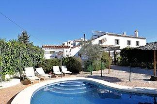 Gehobenes Cottage mit Terrasse und Pool in...