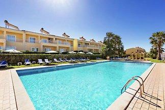 Modernes Apartment in Pêra mit Swimmingpool