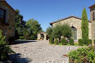 Modernes Ferienhaus in Montecarelli mit Pool