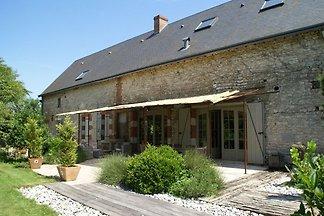 Geräumiges Ferienhaus in Saint-Péravy-la-Colo...