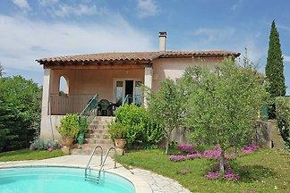 Villa met privézwembad en uitzicht, aan de ra...