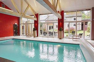 Luxuriöses Ferienhaus mit Swimmingpool in Tro...