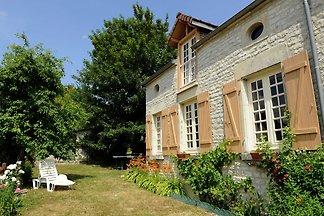 Cottage in Bligny mit eingezäuntem Garten